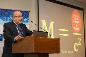 """Carlos Baradello durante su presentación titulada:  """"Construyendo un Ecosistema Emprendedor"""""""